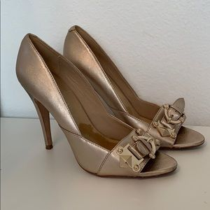 Aldo light gold buckle heels. Size 9